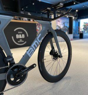 Amazed by BMC's know-how once again 🔥  #ride_bmc #blackandbike #masterpiece #knowhow #rideblackandbike #aero #cyclingshop #details #bikelovers #passion #bikeaddict #performance #sramforce #madeinblackandbike