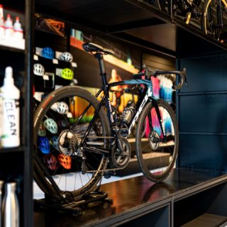 Let's just take a minute for this one... One word: Irresistible 😈  #cyclingshop #blackandbike #shimano #emonda #trekbikes #ridebontrager #bikelovers #bikeaddict #rideblackandbike #insights #treksegafredo #projectone #ultegradi2 #sports #photography #shoot #bikeshop #irresistible