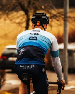 Shades of blue by Black and Bike!  Did you get yours? 💙  #cycling #vermarcsport #blackandbike